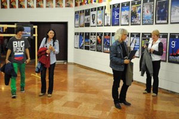 Na výstave fotiek a plagátov. Súčasťou festivalu boli aj sprievodné akcie.