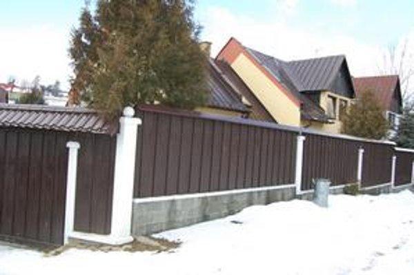 Utorková razia polície sa odohrala v Sadikiho dome.