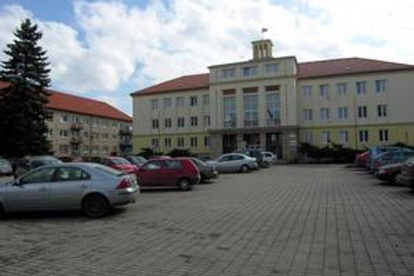 Vláda bude rokovať v priestoroch Obvodného úradu v Starej Ľubovni. Včera prebiehali na mieste posledné aranžmány.
