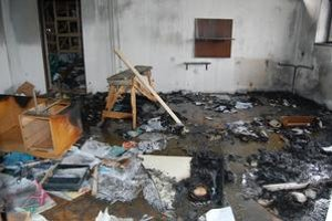 Požiar. V administratívnej budove horela kancelária, časť pôjdu a papiere.