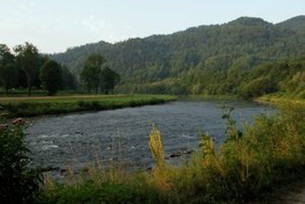 Krajinársky nádherná dolina Popradu na hranici s Poľskom pred povodňami. Jej dnešná tvár je úplne iná, osady okolo rieky sú stále neprístupné po ceste.