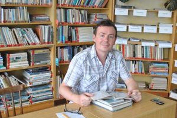 Miroslav Hrab. Do knižnice chodí kvôli vysokej škole.