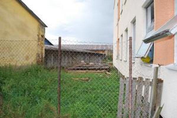 Zrútila sa konštrukcia. Život Jána vyhasol pod týmito drevenými troskami.
