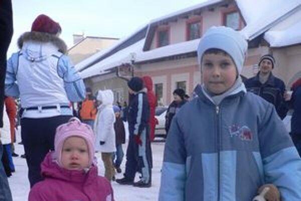 Tatianka a Tadeáško. Čerta sa nebáli, lebo celý rok počúvali mamku i otecka.