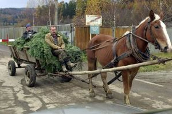 Komunisti nechali obyvateľov viacerých obcí v oblasti Javorina za rampou.