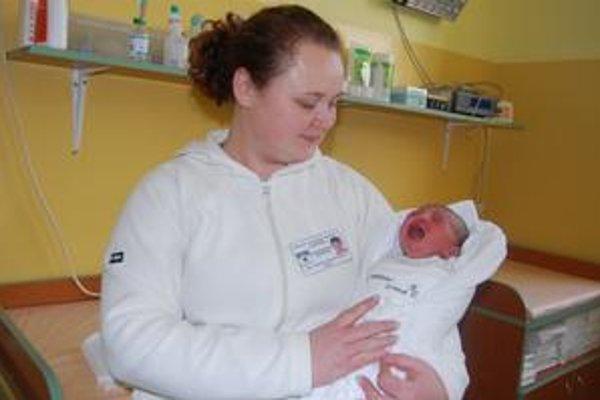 Simonka so sestričkou Gabrielou. Dievčatko prišlo na svet v kežmarskej pôrodnici 110 minút po polnoci.