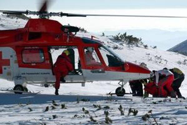 Pre niektorých lyžiarov je dôležité, aby bol bufet na úpätí aj na vrchole kopca. Odchádzajú aj vrtuľníkom.