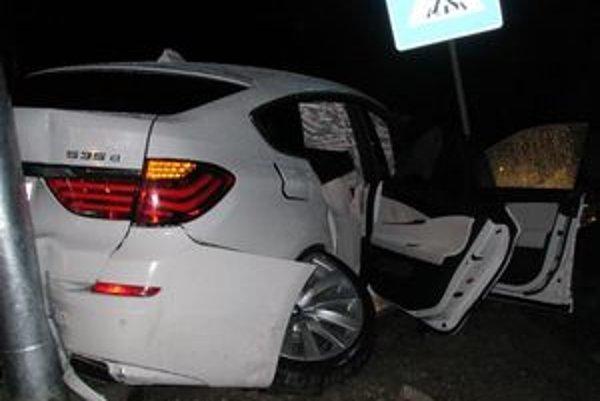 Biele BMW, na ktorom havaroval primátor Popradu.
