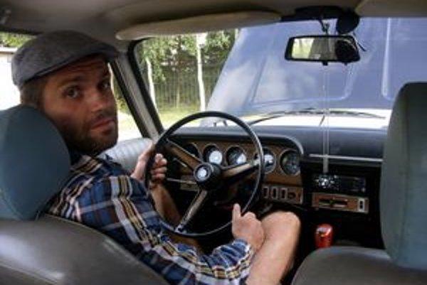 Vo vysnívanom aute. Najdrahšie auto sedemdesiatych rokov kúpil Marek za dve tisícky.