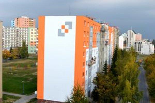 Lentilkovo. Zatepľovanie bytoviek farebnými prvkami je pod Tatrami trendy.