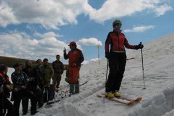 Ukrajinské Karpaty navštevuje čoraz viac našincov. Nielen to však motivuje pomôcť tamojšej horskej službe.