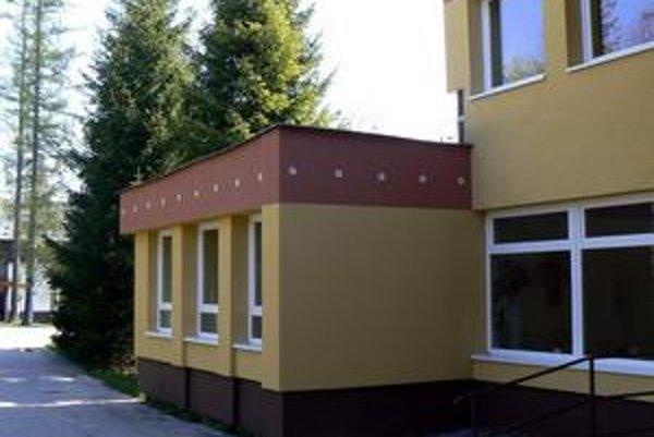 Budova už bez ochranárov. Prítomnosť pracoviska Správy TANAP-u v T. Lomnici je už minulosťou. Kiež by si zoštíhľovanie zobrali k srdcu i menej potrebné úrady.