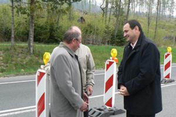 Župan Peter Chudík (vpravo) osobnú zodpovednosť nad problémom nepreberá. Hovorí, že ide o záležitosť viacerých strán.