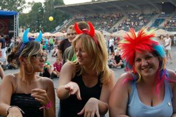 Letná zábava. Festivaly sú aj o úsmevoch a dobrej nálade.