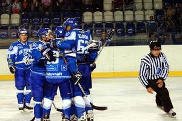 Popradčania oslavujú v zápase so Slovanom.