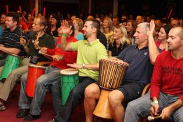 Tristo bubeníkov naraz. Korporátne bubnovanie sa objavilo prvýkrát na Slovensku, konkrétne na Štrbskom Plese.