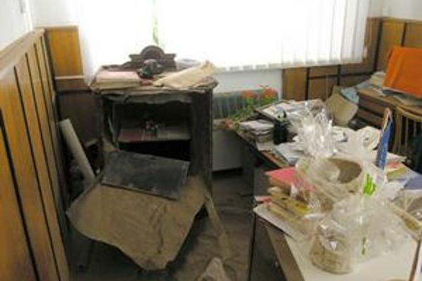 Spúšť v Jarabine. Na úrade to miestami vyzeralo ako po výbuchu.