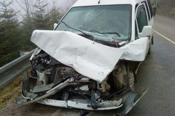 V aute sa zranili dvaja ľudia.