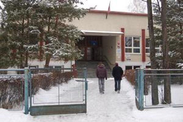 Stredná odborná škola. Tu sa vzdelávajú vysokoškoláci v Kežmarku.