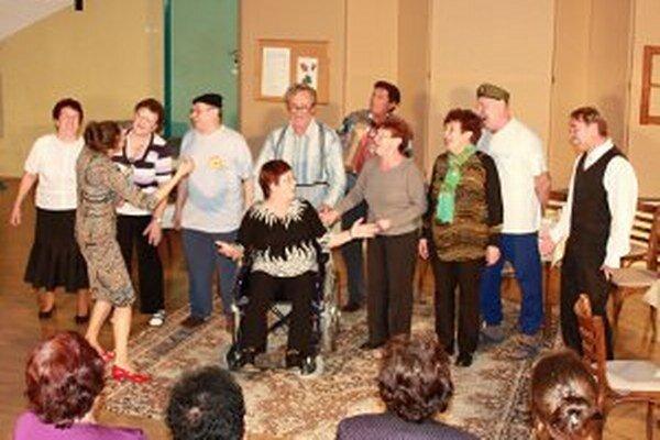 Kaniančania sa na domácom festivale predstavili s hrou Pozdravy zo starobinca.