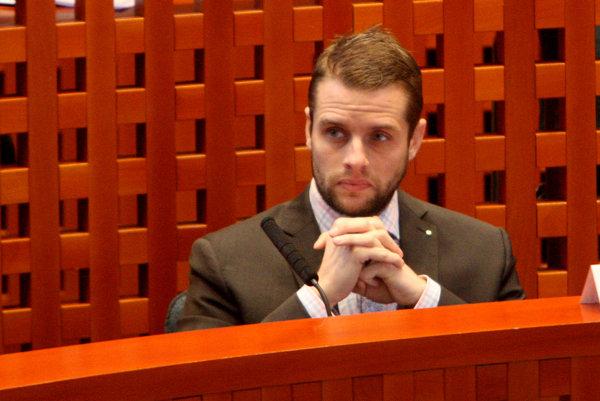 Opozícia ako o kandidátovi na banskobystrického župana spomína aj poslanca Martina Klusa z SaS.