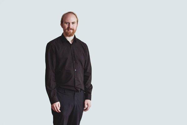 Björn Ihler je aktivista, autor a filmár, ktorý prostredníctvom umenia propaguje mier, ľudské práva a boj proti extrémizmu. Jeho životné smerovanie ovplyvnil i Breivikov útok na nórskom ostrove Utøya, ktorý sa mu podarilo prežiť. Na Slovensku prišiel v rámci konferencie TEDxBratislava.