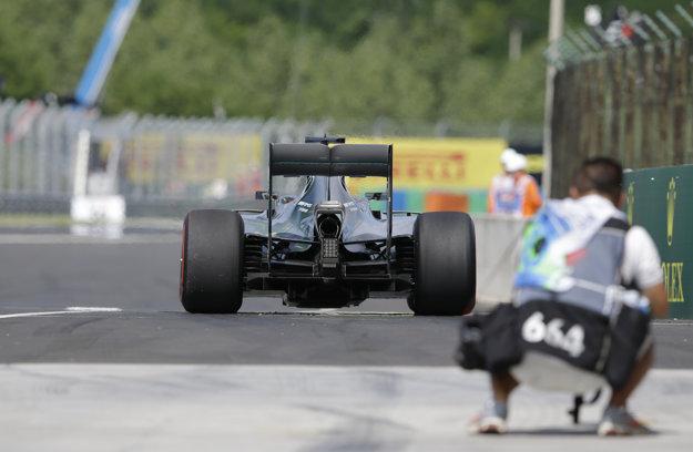 Lewis Hamilton momentálne jazdí vo výbornej forme.