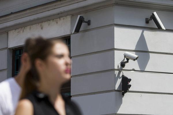 Bezpečnostné kamery v meste spravuje magistrát, polícia, mestské časti, ďaľničiari, dopravný podnik a súkromníci.