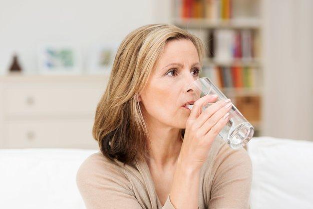 Najlepšia na zapíjenie liekov je čistá voda