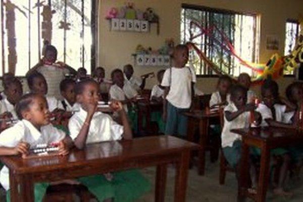 Deti v Tanzánii už slovenské počítadlá používajú pri vyučovaní.