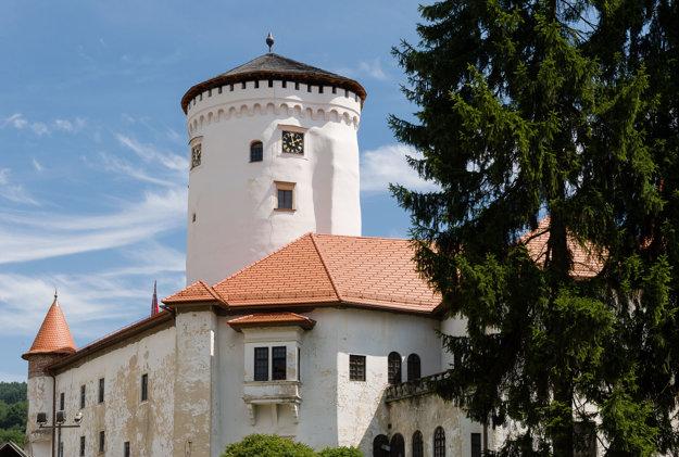 Veža Budatínskeho zámku počas slávnostného otvorenia v júli 2014.