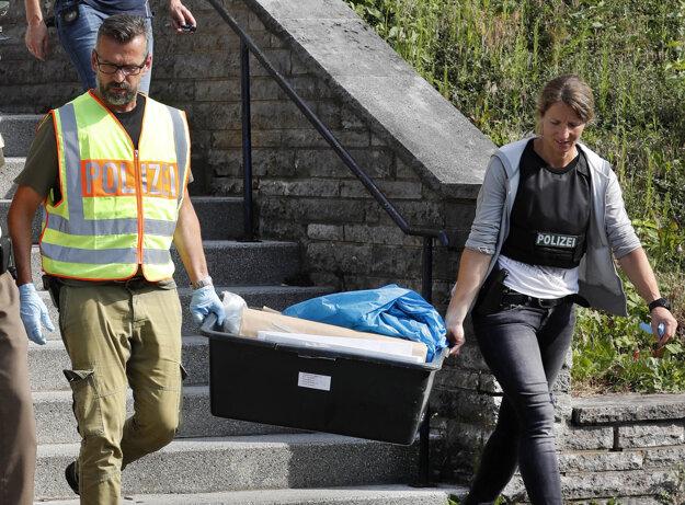 Vyšetrovatelia našli v byte atentátnika návod na výrobu bômb.