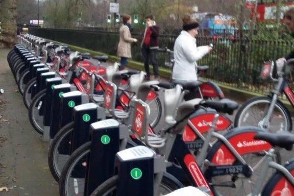 K podpore cyklistiky a turizmu neodmysliteľne patria požičovne bicyklov, ako ich napríklad majú v Londýne, či aj neďalekom Ostrihome.