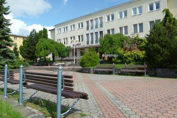 Tlmače sú najmenším mestom Levického okresu.
