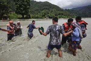 Povodne vyvolané monzúnom postihli v Thajsku desaťtisíce domácností