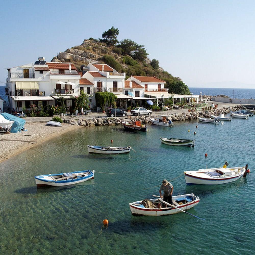 Pláž Kokkari na gréckom ostrove Samos.