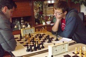 """Stretnutie medzi Želiezovcami a""""B"""" družstvom Dvorov nad Žitavou prinieslo niekoľko zaujímavých duelov."""
