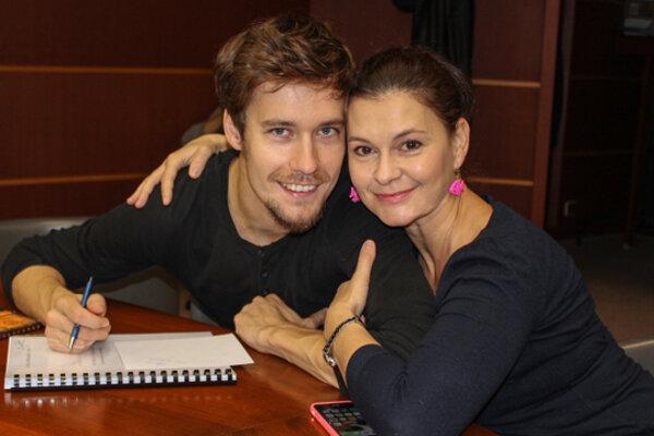 V predstavení hrajú aj Juraj Ďuriš a Lenka Barilíková.