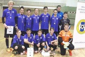 Víťazné družstvo žiakov ŠK Šurany, ktoré vo finále deklasovalo svojho súpera z Dvorov nad Žitavou.