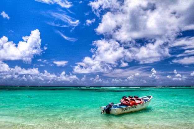 Turisti chodievajú do Dominikánskej republiky najmä kvôli krásnym plážam a teplému moru.