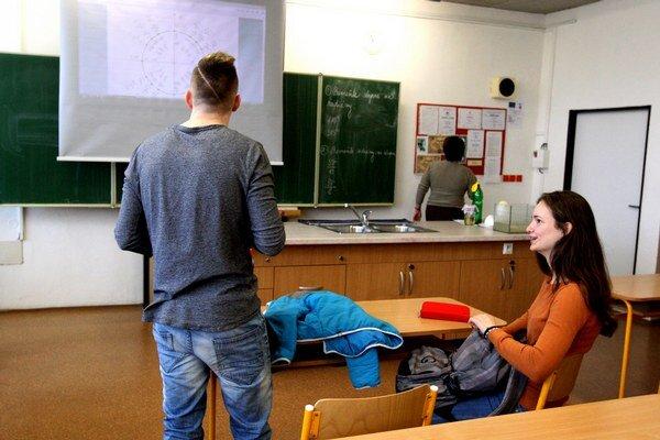 Nikolas (13) a Emeralda (14) nechodili do školy.