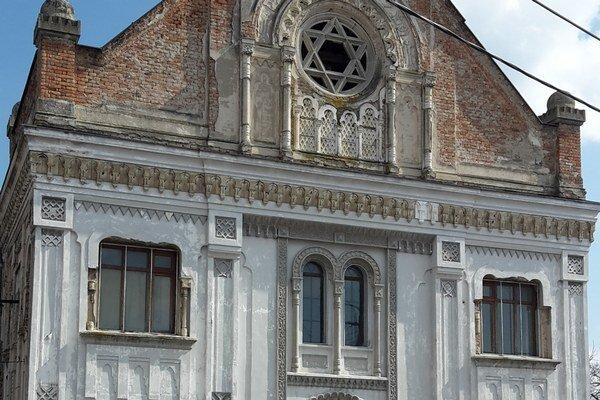 Budova synagógy - Múzeum v Šuranoch.