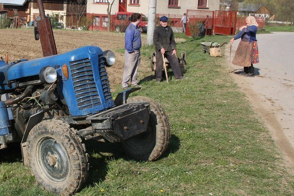 Prevrátil sa s traktorom. (Ilustračná snímka)