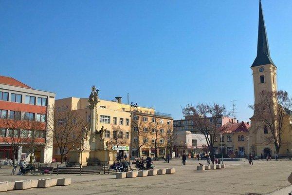 Hlavné námestie v Nových Zámkoch.