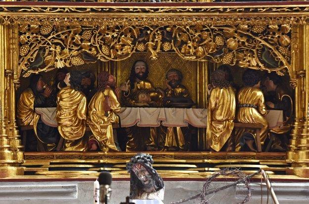 Výjav poslednej večere z hlavného otára Majstra Pavla z Levoče v Bazilike sv. Jakuba.