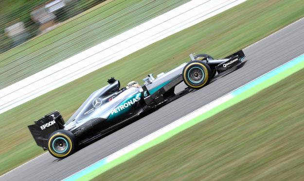 Lewis Hamilton jazdil dominantne.