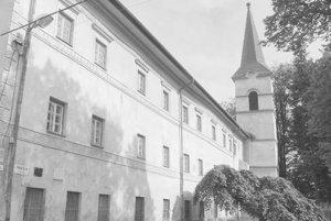 Budova niekdajšieho premonštrátskeho kláštora v Kláštore pod Znievom.