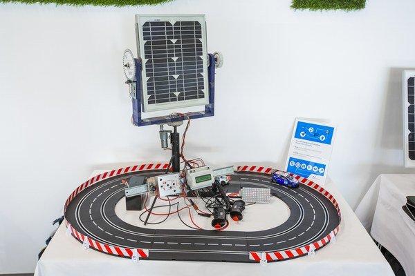 Projekt Inteligentne riadené naklápanie solárnej elektrárne pre autodráhu bol najlepší medzi stredoškolákmi