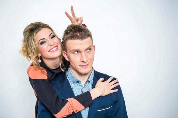 Zaľúbenci. Dominika už tri roky tvorí pár s hereckým kolegom Jurajom Bačom.