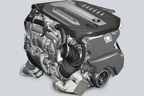 Motor nového modelu BMW 750d xDrive. Motor zdvihového objemu tri litre, prepĺňaný štvoricou turbodúchadiel, má maximálny výkon 294 kW a je najvýkonnejším radovým naftovým šesťvalcom na svete.